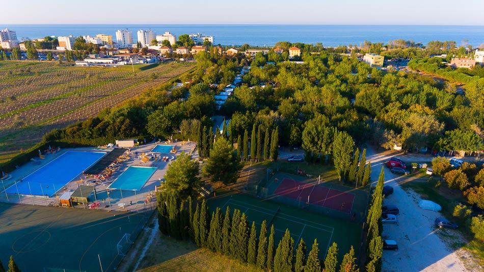 Camping senigallia campeggio con piazzole attrezzate sul mare delle marche - Campeggi con piscina marche ...